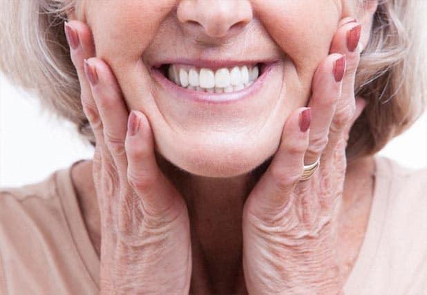 sorriso-com-protese-dentaria