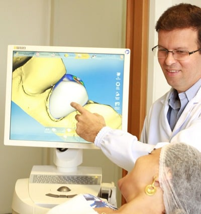 o paciente pode ver no computador como sera o resultado do tratamento e dar opinoes